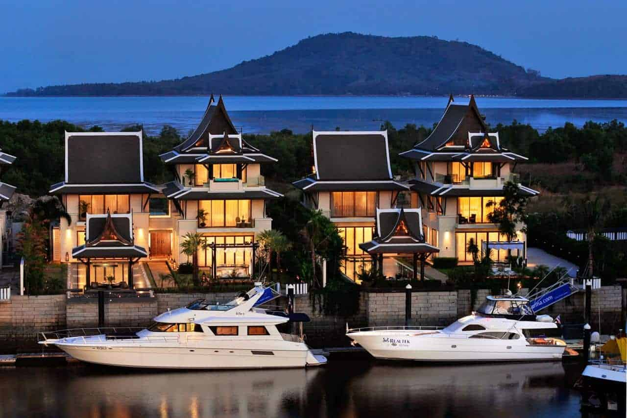 Waterfront Villas with Private Attached Yacht Berths